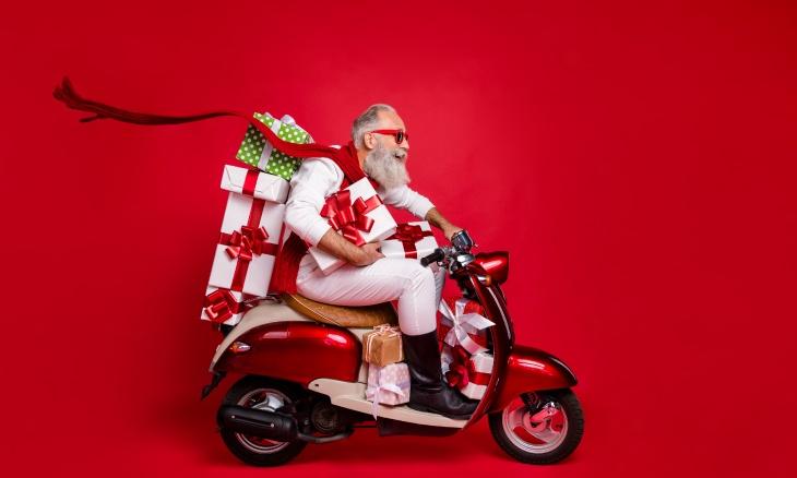 Le Père Noël suit les 13 idées pour bien préparer son site e-commerce pour Noël.