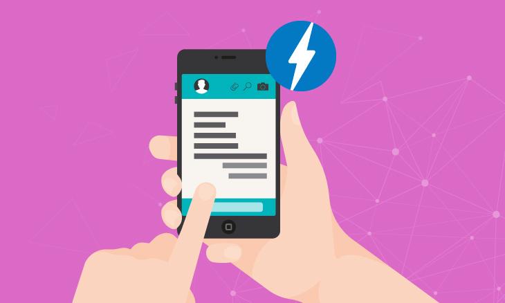Smartphone dans des mains, ouvert sur une page AMP.