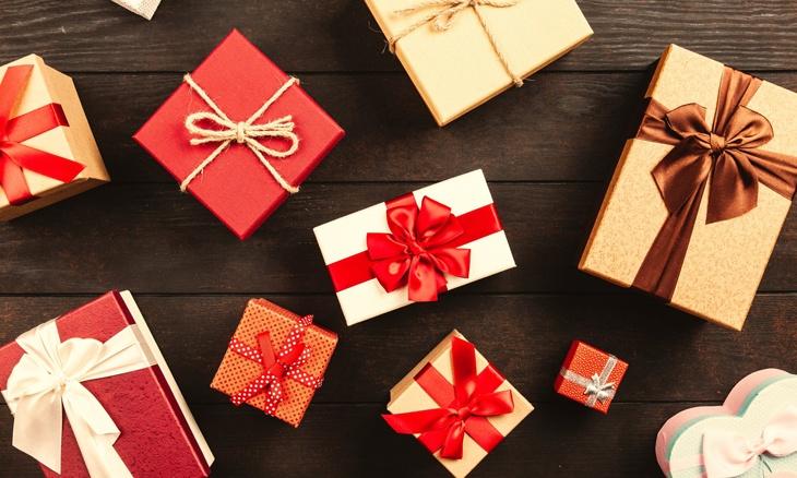 Cadeaux gagnés pendant un jeu-concours sur les réseaux sociaux.