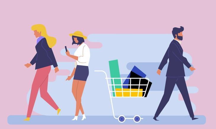 Un panier rempli d'articles d'un magasin au centre de l'image et 3 personnes qui s'en éloignent.