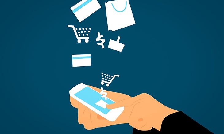 Smartphone avec des icônes symbolisant l'e-commerce : carte de crédit, panier d'achats, sac de shopping...